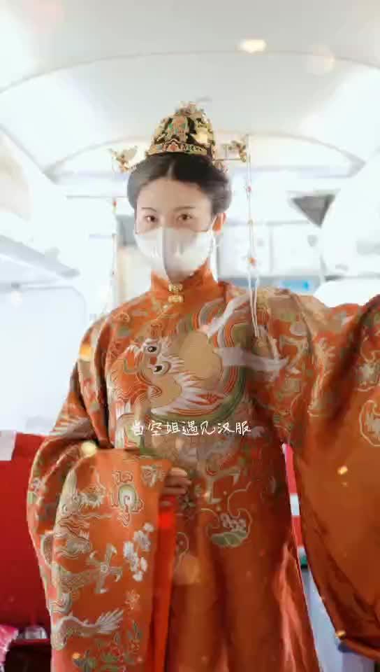 空姐着汉服亮相上巳节 湖南航空与乘客共品传统文化盛宴